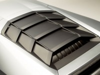 02-Lamborghini-Huracan-Engine-cover-louvers