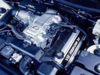 1990-Lexus-LS400-v-8-engine-view