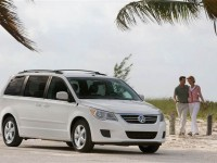 2012-volkswagen-routan-front-three-quarter