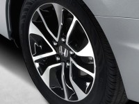 2013-Honda-Civic-EX-L-Sedan-wheel-closeup