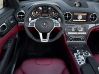 2013-Mercedes-Benz-SL63-AMG-cockpit