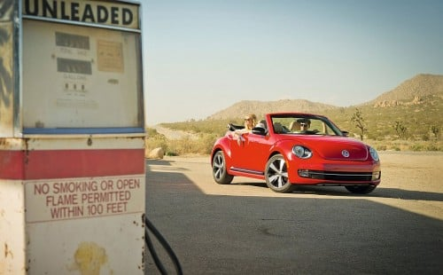 2013-Volkswagen-Beetle-Convertible-Gas-Station-Setting