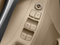 2013-hyundai-elantra-4-door-sedan-auto-gls-alabama-plant-door-controls
