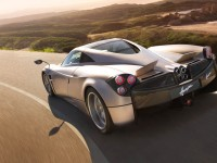 2013-pagani-huayra-side-in-motion