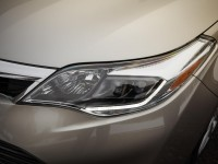 2013-toyota-avalon-limited-headlight