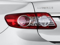 2013-toyota-corolla-4-door-sedan-auto-le-natl-tail-light