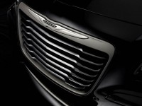 2014-Chrysler-300C-John-Varvatos-Limited-Edition-front-grille