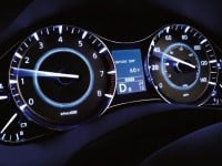 2014-Infiniti-QX80-SUV-car-dashboard-speedometer