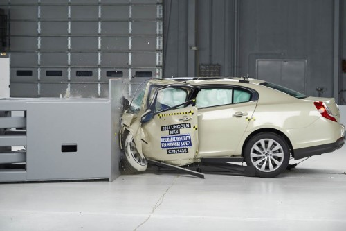 2014 Lincoln MKS small overlap IIHS crash test