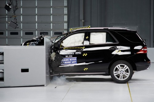 2014 Mercedes-Benz M-Class IIHS small overlap-front test impact