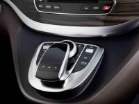 2014 Mercedes-Benz V-Class center console