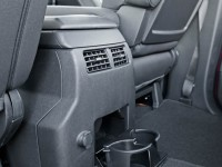 2014-Nissan-Titan-Pro-4x-Crew-Cab-rear-cup-holders