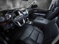 2014-Toyota-Tundra-Limited-dash-view