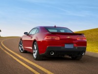 2014-chevrolet-camaro-ss-rear-view-in-motion