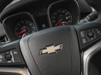2014-chevrolet-malibu-2ltz-steering-wheel-mounted-controls-and-badge