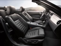 2014-ford-mustang-convertible-front-interior-view