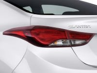 2014-hyundai-elantra-4-door-sedan-auto-se-alabama-plant-tail-light