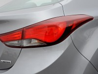 2014-hyundai-elantra-limited-badge-and-taillight