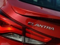 2014-hyundai-elantra-taillight-and-badge