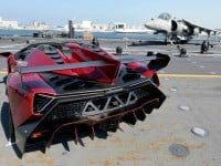 2014-lamborghini-veneno-roadster-rear-end-view