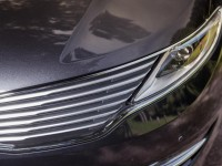 2014-lincoln-mkz-20t-awd-grille-and-headlight