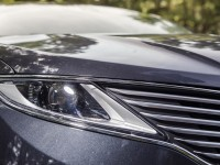 2014-lincoln-mkz-20t-awd-headlight-and-grille