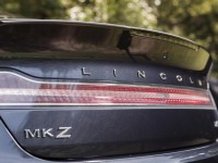 2014-lincoln-mkz-20t-awd-taillight-and-badges