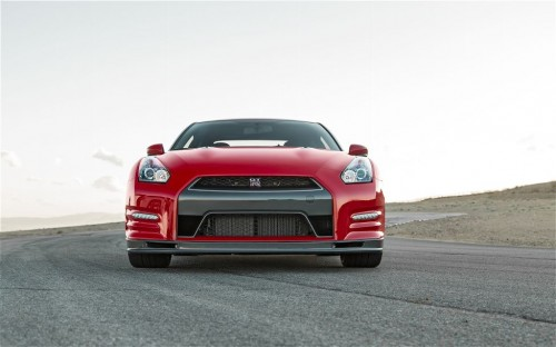 2014-nissan-gt-r-track-edition-front-end