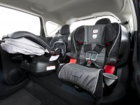 2014-nissan-vers-note-sv-child-seats
