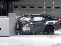 2014_toyota_corolla_crash_test_06