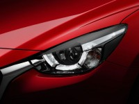 2015-Mazda2-headlight