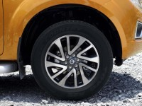 2015-Nissan-Navara-Pickup-wheel