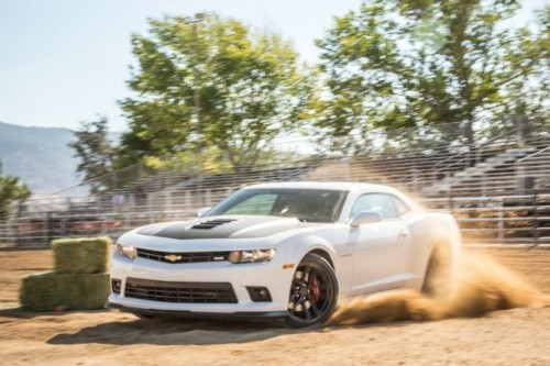 2015-chevrolet-camaro-ss-1le-front-end-in-motion
