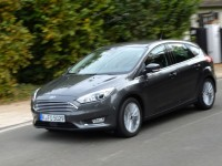 2015-ford-focus-1.0-ecoboost-european-spec-front-three-quarter-view-in-motion-1