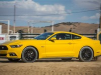 2015-ford-mustang-gt-side-in-motion