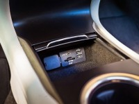 2015-lincoln-mkc-interior-center-console-connectivity
