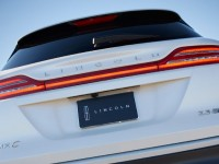 2015-lincoln-mkc-rear-view-liftgate-closeup