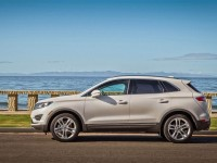 2015-lincoln-mkc-side-view-parked