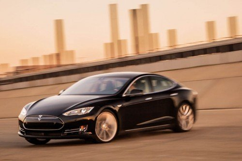 2015-tesla-model-s-p85d-front-three-quarter-in-motion-500x332.jpg
