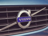 2015-volvo-v60-grille-and-badge