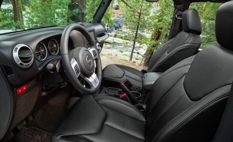 jeep-wrangler-rubicon-interior