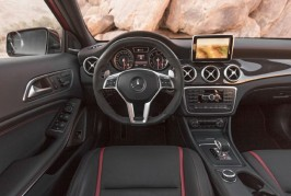 2015-mercedes-benz-gla45-amg-cockpit