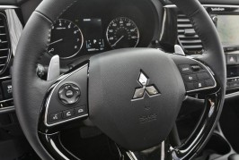 2016 Mitsubishi Outlander facelift dashboard