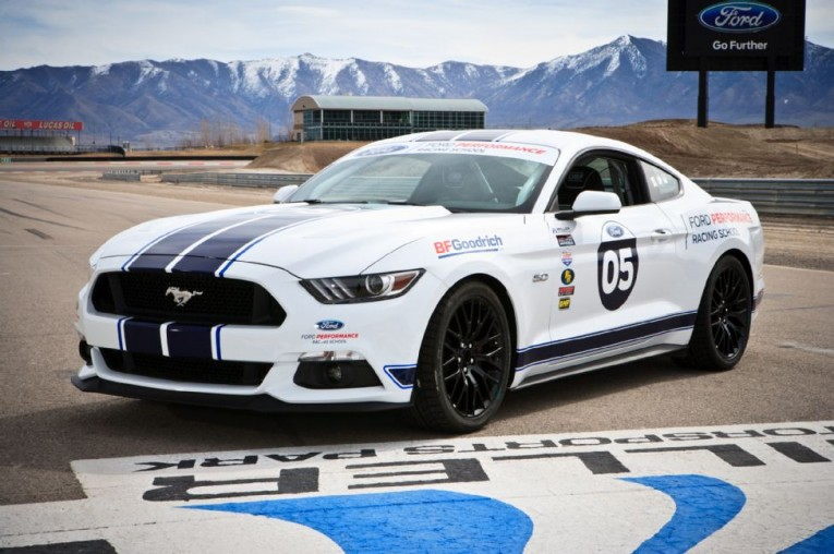 2015-ford-mustang-gt-front-three-quarters