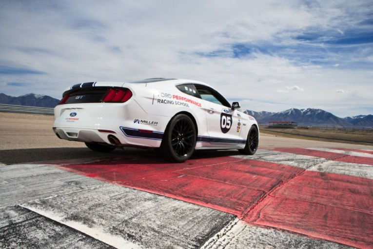 2015-ford-mustang-gt-rear-three-quarters