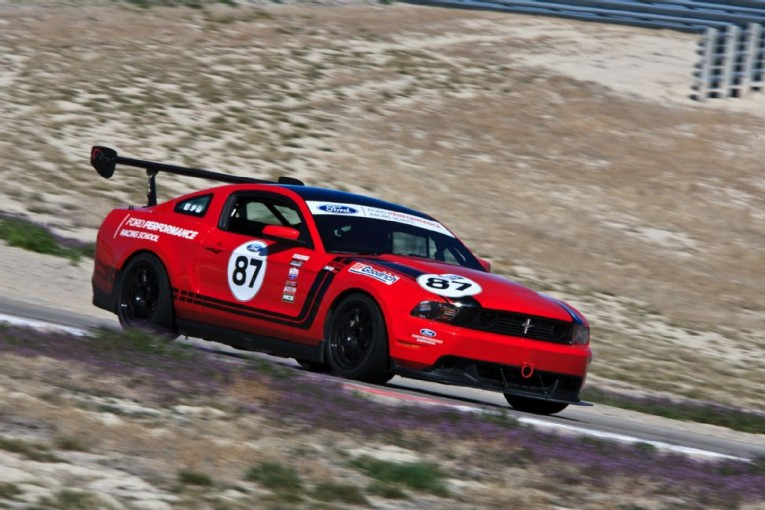 ford-mustang-boss-302-frs-side-in-motion