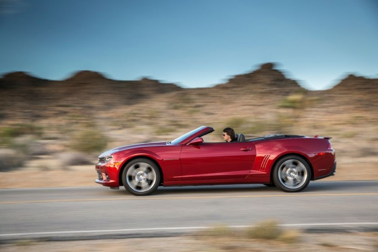 2014-chevrolet-camaro-ss-convertible-side-in-motion
