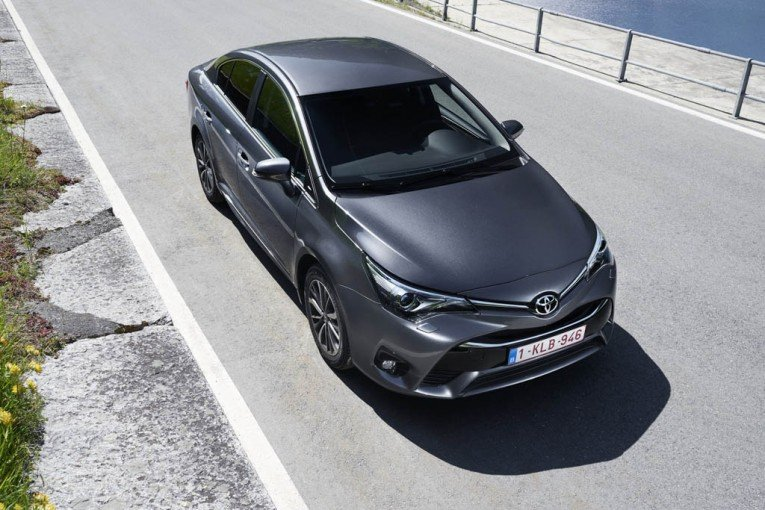 2015-ToyotaAvensis-01