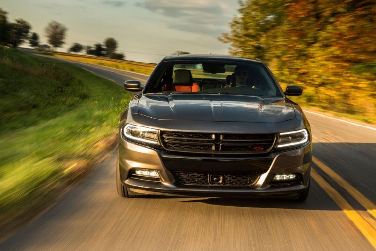 2015-dodge-charger-rt-front-view-in-motion-1