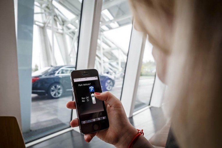 Daimler & Bosch Working on Automated Valet Parking Service